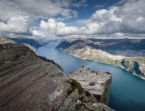 1024x787-0flechazos-news-sitios-bonitos-mundo-preikestolen-noruega